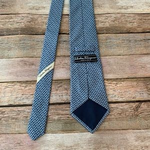 Salvatore Ferragamo Men's 100% silk neck tie